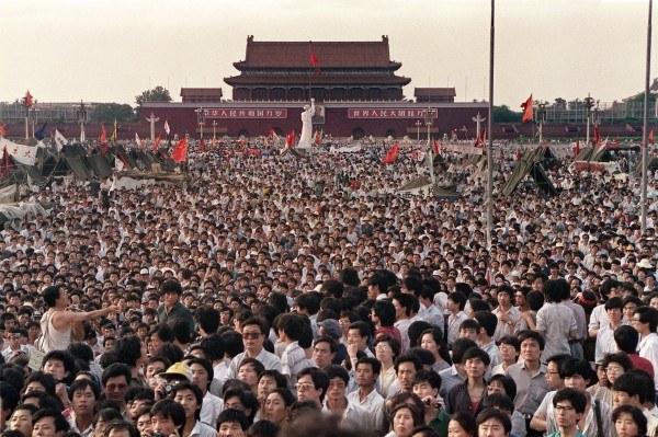 """25. rocznica masakry na placu Tiananmen. """"Sprawiedliwość za 4 czerwca!"""" -  wydarzenia.interia.pl"""