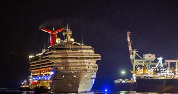 Uszkodzony wycieczkowiec Carnival Triumph z 4200 osobami na pokładzie został odholowany do portu w Mobile, w stanie Alabama. Jednostka miała problemy na wodach Zatoki Meksykańskiej. Po pożarze w maszynowni na statku nie było prądu, nie działał także system wodno-kanalizacyjny.