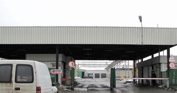 90 pracowników zakładów przetwórstwa warzywno-owocowego w Kwidzynie trafiło do szpitali po zatruciu tlenkiem węgla. W przypadku dwóch osób zdecydowano o leczeniu w komorach hiperbarycznych. Trujący gaz, który ulatniał się przez dłuższy czas, pochodził prawdopodobnie z wózków widłowych.