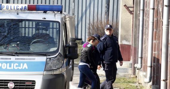 To byli bardzo spokojni ludzie - zeznawali w procesie w sprawie śmierci półrocznej Magdy sąsiedzi Katarzyny i Bartłomieja W. Kobieta jest oskarżona o zabójstwo swego dziecka. W poniedziałek katowicki sąd przesłuchiwał pierwszych świadków.