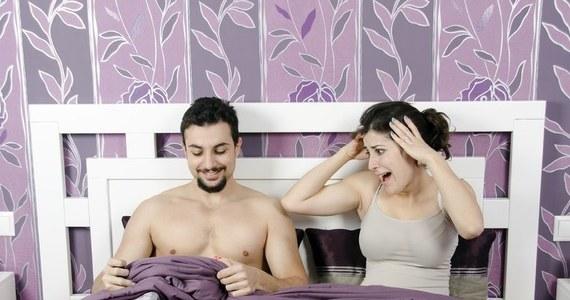 czarny mężczyzna i kobiety uprawiają seks