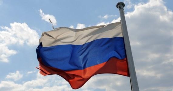 Okazuje się, że zakładnikami antyamerykańskiej paranoi w Rosji stały się także... dzieci. Urzędnicy w ostatniej chwili zablokowali wyjazd 12-letniej dziewczynki z domu dziecka w Jekaterynburgu. Nie spodobało im się, że chore dziecko ma być operowane w USA.