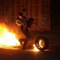 Palestyńscy demonstranci podczas starć z izraelską policją w Hebronie [PAP/EPA/ABED AL HASHLAMOUN]