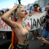 Członkini brazylijskiego oddziału Femenu podczas demonstracji w Rio de Janeiro [CHRISTOPHE SIMON / AFP]