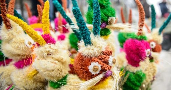 W Kościele katolickim rozpoczyna się Wielki Tydzień - ostatni przed Wielkanocą. W inaugurującą go Niedzielę Palmową wierni wspominają uroczysty wjazd Jezusa do Jerozolimy. Najważniejszym akcentem w obchodach jest święcenie palm i uroczyste procesje.
