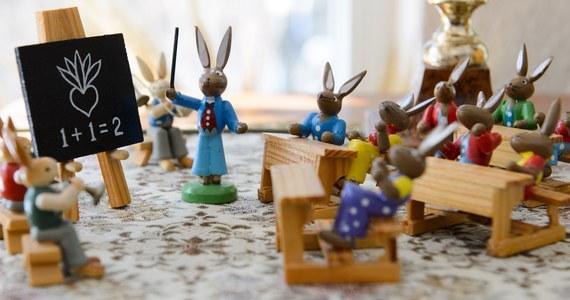 """""""Boże Narodzenie"""", """"Wielkanoc"""", """"Wszystkich Świętych"""", a nawet """"karnawał"""" - to słowa, których używania zakazano w belgijskich szkołach. Terminy te mają zniknąć z oficjalnych kalendarzy, bo... kojarzą się z chrześcijaństwem i mogą ranić wrażliwość wyznawców innych religii."""