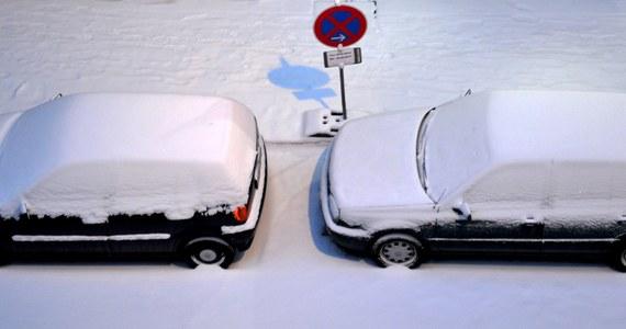 Czechy, Słowacja, Austria i Węgry znów walczą ze śniegiem. Na Morawach z każdą godziną przybywa 3 centymetry świeżego śniegu. Na Węgrzech ogłoszono stan zagrożenia przeciwpowodziowego.