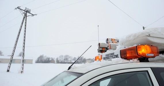 Nawet do wieczora potrwa usuwanie awarii sieci energetycznych na Mazowszu i Podlasiu. Po intensywnych opadach śniegu prądu w tych regionach nie ma jeszcze około 66 tys. odbiorców. Awarie dotknęły też mieszkańców województwa łódzkiego oraz Warmii i Mazur.