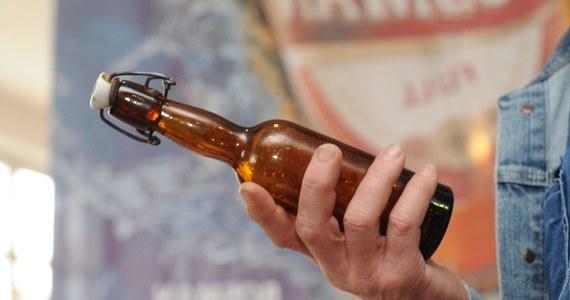 Dwa promile alkoholu miała w organizmie 9-latka z Ornety w Warmińsko-Mazurskiem. Dziewczynka wypiła po dwa piwa razem ze swoim 11-letnim sąsiadem. Sprawą zajmie się teraz sąd rodzinny i nieletnich.