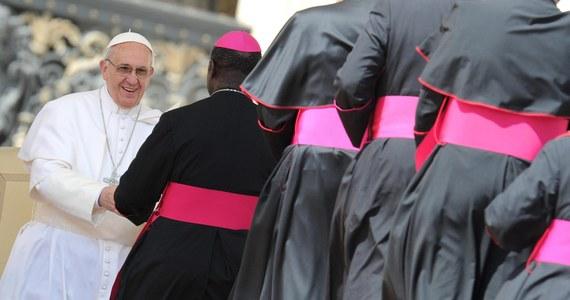Miesiąc po swym wyborze papież Franciszek powołał grupę ośmiu kardynałów-doradców, którzy będą mu służyć radą w zarządzaniu Kościołem i w sprawach reformy Kurii Rzymskiej. To kolejna przełomowa decyzja nowego papieża.