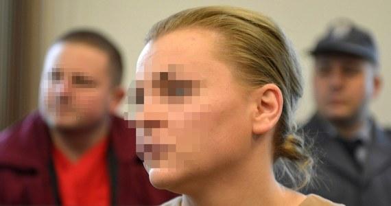 Katarzyna P. - żona szefa Amber Gold - została w poniedziałek zatrzymana po przesłuchaniu w łódzkiej prokuraturze. Usłyszała zarzut oszukania prawie 10 tysięcy klientów na ponad 650 milionów złotych. Wieczorem sąd zdecydował o aresztowaniu jej na trzy miesiące.