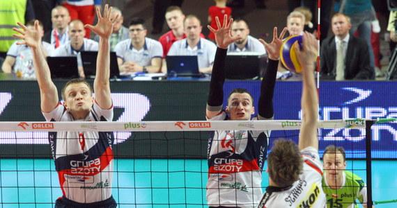 Resovia Rzeszów wygrała 3:1 (26:28, 25:14, 17:25, 19:25) z ZAKSĄ Kędzierzyn-Koźle w piątym, decydującym meczu finałowym siatkarskiej PlusLigi. To drugi z rzędu tytuł dla ekipy z Podkarpacia.