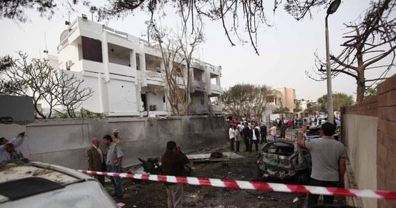 Dwóch strażników zostało rannych w zamachu bombowym na ambasadę Francji w Trypolisie. Przed budynkiem eksplodował najprawdopodobniej samochód-pułapka. To pierwszy taki atak w stolicy Libii od wojny w 2011 roku i obalenia Muammara Kadafiego.