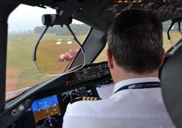 Piloci dreamlinerów muszą przejść powtórne szkolenie