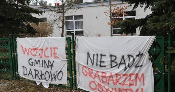 Zakończyła się głodówka prowadzona przez osiem kobiet w Urzędzie Gminy w Darłowie w województwie zachodniopomorskim. Prowadzące od trzech tygodni protest w obronie Zespołu Szkół w Dąbkach kobiety opuściły budynek urzędu gminy.