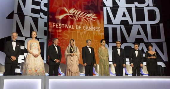 Amerykański aktor Leonardo DiCaprio otworzył w Cannes na Lazurowym Wybrzeżu 66. festiwal filmowy. Publiczność w Pałacu Festiwalowym wcześniej długimi owacjami powitała przewodniczącego jury festiwalu Stevena Spielberga.