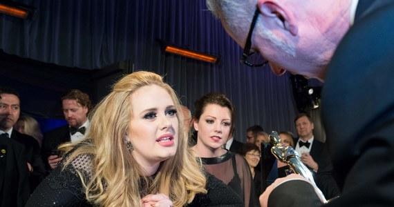 """Boisz się latać samolotem? Posłuchaj Adele - to wyniki badań przeprowadzonych przez brytyjskich naukowców. Uczeni ustali, że najskuteczniej uspokaja utwór """"Someone Like You""""."""