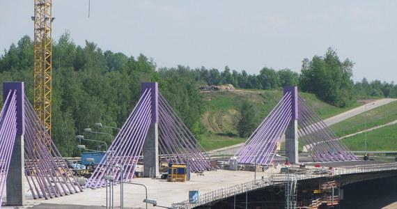 Nadal nie wiadomo, kto i kiedy dokończy budowę mostu na autostradzie A1 w Mszanie na Śląsku. Gminni urzędnicy i mieszkańcy mówią wyłącznie o stratach i wstydzie.