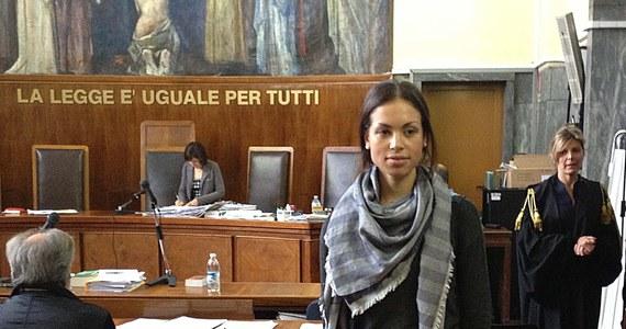 Uczestniczki zabaw w domu Silvio Berlusconiego, znanych jako bunga bunga, przebierały się za zakonnice, prezydenta Baracka Obamę i prokurator oskarżającą byłego premiera. Takie szczegóły ujawniła dzisiaj przed sądem Ruby, jedna z uczestniczek imprez w rezydencji byłego szefa włoskiego rządu.