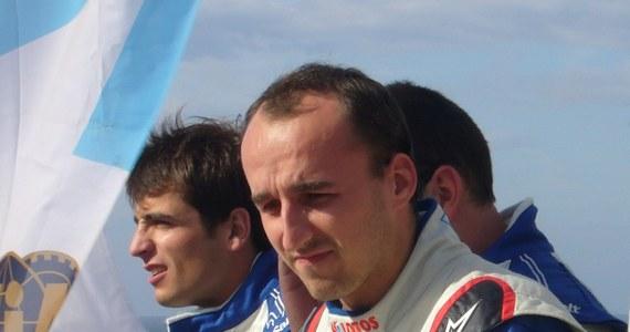 Robert Kubica, który był liderem Rajdu Korsyki po czterech odcinkach specjalnych, na piątym etapie miał problemy z silnikiem i musiał zatrzymać się na 3 kilometry przed metą. Polak ostatecznie dojechał do końca OS-u ze stratą około sześciu minut, co przekreśla jego szanse na dobry wynik.