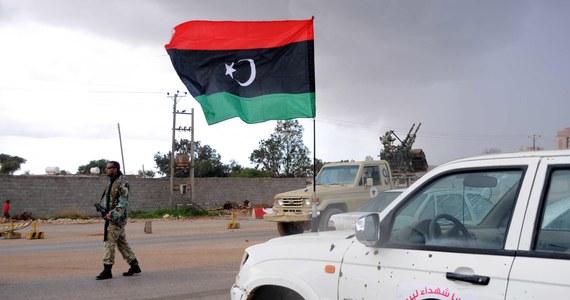 Stany Zjednoczone zidentyfikowały pięciu mężczyzn podejrzanych o ubiegłoroczny atak na amerykański konsulat w Bengazi w Libii. Amerykanie mają wystarczającą ilość dowodów, by usprawiedliwić ich przewiezienie na teren Stanów Zjednoczonych - podały władze w Waszyngtonie.