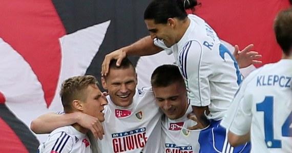 Piast Gliwice i Śląsk Wrocław zapewniły sobie w czwartek prawo do gry w eliminacjach Ligi Europejskiej. Obie drużyny zremisowały swoje mecz po 1:1. Nadal nie wiemy natomiast, kto pożegna się z Ekstraklasą. Będzie to ktoś z dwójki Podbeskidzie - GKS.