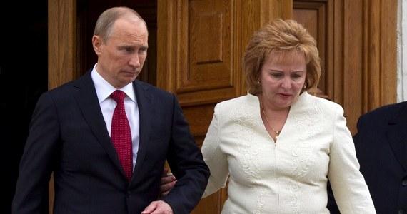 """Prezydent Rosji Władimir Putin i jego żona Ludmiła oznajmili, że się rozstają. """"To była nasza wspólna decyzja, nasze małżeństwo jest skończone"""" - powiedział rosyjski przywódca telewizji Rossija-24. Putinowie byli małżeństwem przez 30 lat."""