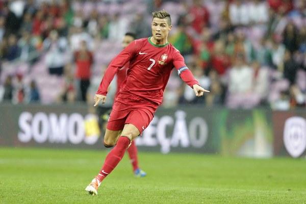 Cristiano Ronaldo Z Nową Fryzurą Podczas Meczu Towarzyskiego
