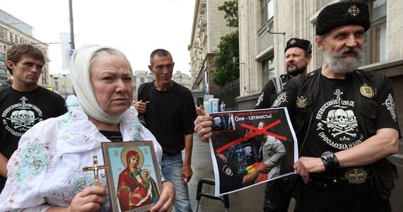 Rosyjska Duma praktycznie jednogłośnie przegłosowała ostatecznie zakaz propagowania homoseksualizmu wśród dzieci. Za jego łamanie grozi grzywny dla osób fizycznych i prawnych, a także dla mediów. Gdy Duma ustanawiała nowe prawo, na ulicach trwały protesty.