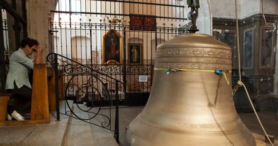 Trzytonowy dzwon o imieniu Katarzyna zawisł na wieży kościoła św. Katarzyny w Gdańsku. To ostatni brakujący dzwon słynnego carillonu. Katarzyna będzie wykorzystywana, podobnie jak krakowski dzwon Zygmunta, tylko przy wyjątkowych okazjach.
