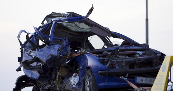 Do tragicznego w skutkach wypadku doszło na drodze krajowej nr 5 w Garbcach na Dolnym Śląsku. W wypadku tym zginęły cztery osoby, w tym trzy kobiety. Jedna osoba została ranna. Trasa przez kilka godzin była całkowicie zablokowana.
