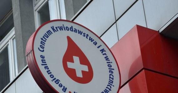 """""""Jeżeli raz oddamy krew, nie będziemy musieli robić tego do końca życia. Organizm produkuje tyle krwi, ile oddaje. Nie jesteśmy perpetuum mobile"""" - mówi doktor Monika Kupiec z Regionalnego Centrum Krwiodawstwa i Krwiolecznictwa w Krakowie. W ubiegłym roku do placówek w całym kraju zgłosiło się ponad 630 tysięcy osób. Dokonano milion dwieście tysięcy pobrań. To ważne, bo pojedyncza jednostka oddanej krwi może uratować życie trzem osobom. Dziś obchodzimy Światowy Dzień Krwiodawcy!"""