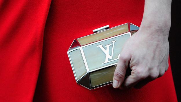 Z czym kojarzy ci się marka Louis Vuitton? Najbardziej pożądane torebki na świecie, paryska elegancja. Ale przez lata była to zwykła firma zaopatrująca europejską socjetę w kufry i walizy.