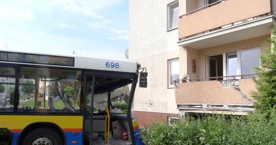 Dziesięć osób zostało rannych w wypadku autobusu komunikacji miejskiej w Płocku. Pojazd zjechał z drogi i uderzył w budynek mieszkalny. Informację dostaliśmy na Gorącą Linię RMF FM.