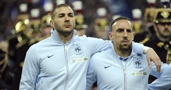 Sąd odroczył proces słynnych piłkarzy Francka Ribery'ego z Bayernu Monachium i Karima Benzemy z Realu Madryt oskarżonych o uprawianie seksu z nieletnią prostytutką. Obrońca Ribery'ego zakwestionował bowiem konstytucyjność obowiązującego w tej kwestii prawa. Adwokat ocenił, że przepisy są nieprecyzyjne.