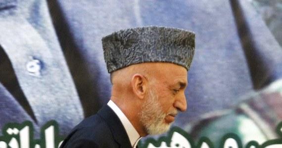 Prezydent Afganistanu Hamid Karzaj gotów jest przyłączyć się do planowanych rozmów pokojowych Amerykanów z talibami. Chce jednak usunięcia z biura talibów w Katarze ich flagi i tablicy z nazwą. Chce też oficjalnego listu o poparciu USA dla rządu w Kabulu.