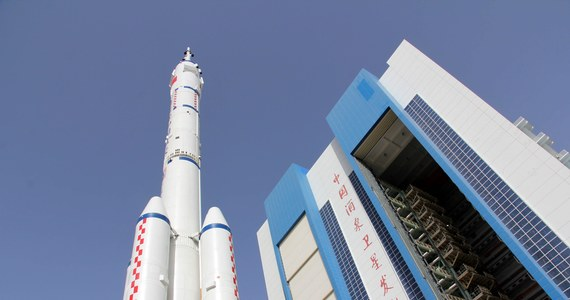 Kapsuła Shenzou-10 z trójką chińskich kosmonautów wylądowała na stepie na północy Chin. Misja kosmiczna trwała 15 dni, w tym czasie kapsuła połączyła się na orbicie z modułem Tiangong-1 - poinformowały chińskie media.