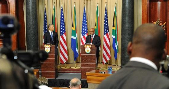 Do starć policji z demonstrantami doszło na przedmieściach Johannesburga - Soweto. Odbył się tam protest przeciwko wizycie prezydenta USA - Baracka Obamy. Policja użyła gazu łzawiącego, by rozproszyć tłum zebrany przed kampusem Uniwersytetu Johannesburskiego, gdzie Obama ma wygłosić przemówienie do studentów.