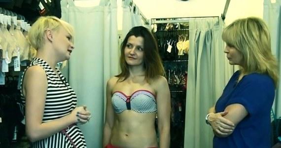 """""""Jednoczęściowy kostium, kapelusz, chusta. No i najważniejsze - wcale nie musimy dopinać się w rozmiarze 36, by pięknie wyglądać"""" - mówi """"Osa"""", czyli osobista stylistka Monika Jurczyk. Jak dodaje ekspertka w rozmowie z Ewą Kwaśny, ubrania są nam potrzebne do tego, żebyśmy się dobrze czuli."""