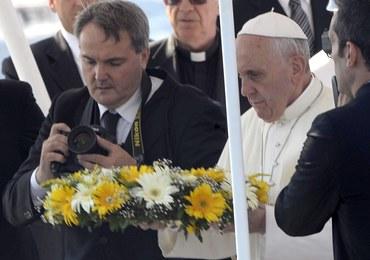 Historyczna wizyta papieża. Franciszek oddał hołd imigrantom