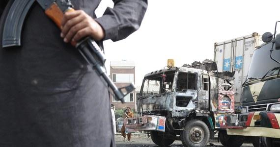 Pełniący służbę wartowniczą afgański żołnierz ostrzelał w prowincji Kandahar żołnierzy słowackich. Zabił jednego z nich i ranił sześciu innych, w tym dwóch ciężko - poinformował w Bratysławie minister obrony Słowacji Martin Glvacz.