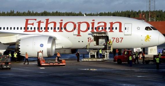 Piątek był wyjątkowo pechowym dniem dla amerykańskiej firmy Boeing. Z powodu pożaru flagowej maszyny - dreamlinera, na blisko dwie godziny został zamknięty pas startowy na londyńskim lotnisku Heathrow; port już wznowił pracę. W tym samym czasie z trasy zawróciła druga maszyna serii 787 lecąca z Manchesteru do USA.
