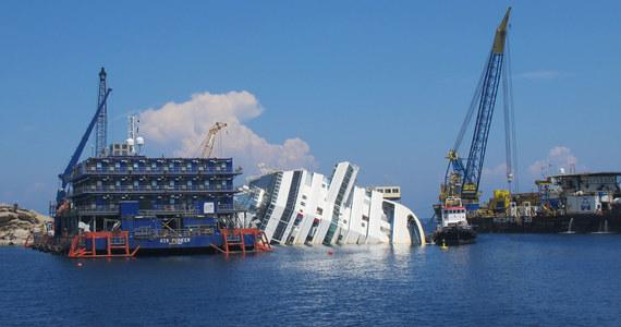 Tylko przez kilka najbliższych tygodni warunki na morzu będą na tyle sprzyjające, że możliwe będzie podjęcie próby usunięcia wycieczkowca Costa Concordia. Jak ostrzega jednak włoska Obrona Cywilna, wrak statku może jeszcze przez rok leżeć przy brzegu wyspy Giglio.