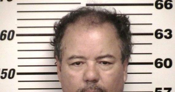 Ariel Castro, oskarżony o uprowadzenie, uwięzienie i wielokrotne gwałcenie trzech kobiet w Cleveland, stanął po raz kolejny przed sądem i nie przyznał się do winy. W rozszerzonym akcie oskarżenia postawiono mu 977 zarzutów. Grozi mu kara śmierci.