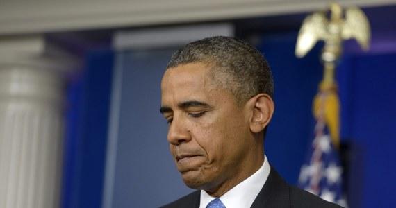 """Prezydent USA Barack Obama skomentował w piątek ponownie wyrok sądu uniewinniający George'a Zimmermana, który zabił czarnoskórego Trayvona Martina. """"Rozumiem, że czarni Amerykanie są nim oburzeni"""" - powiedział Obama i dodał: """"Ja mogłem być Trayvonem Martinem""""."""