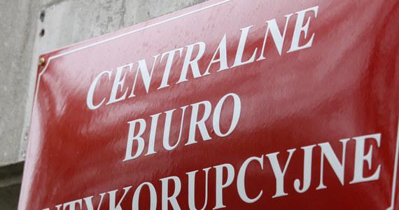 Agenci Centralnego Biura Antykorupcyjnego weszli do Starostwa Powiatowego w Piasecznie. Pod lupą znalazła się dokumentacja dotycząca zamówień publicznych i gospodarowania publicznymi środkami.
