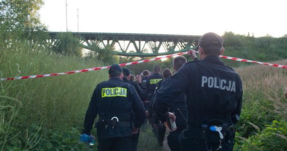 Nie żyje poszukiwany od wtorku 14-latek, którego pod Pajęcznem porwał nurt Warty - dowiedział się reporter RMF FM Marcin Buczek. Ciało chłopca właśnie odnaleziono w rzece - niespełna pół kilometra od miejsca tragedii.