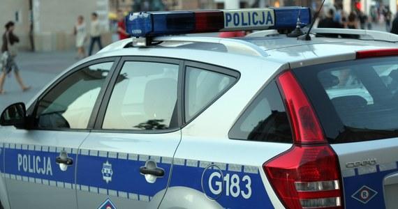 Policja poszukiwała bandytów, którzy w centrum Dąbrowy Górniczej napadli na jubilera. Jednak sprawcy uciekli. Informację o tym zdarzeniu dostaliśmy na Gorącą Linię RMF FM.