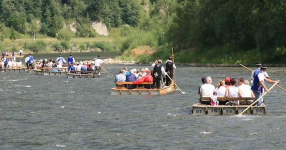 Do wypadku doszło podczas spływu po Dunajcu na Słowacji. Tratwa wpadła tam na mieliznę i została poważnie uszkodzona. Dwie turystki wpadły do wody.