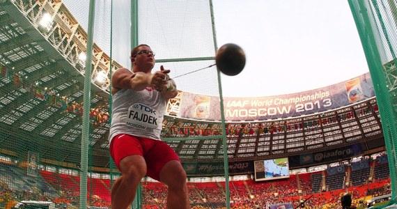 Paweł Fajdek wygrał finałowy konkurs rzutu młotem podczas lekkoatletycznych mistrzostw świata w Moskwie. Polak znokautował rywali już w pierwszej próbie, w której uzyskał wynik 81 metrów i 97 centymetrów. To jego rekord życiowy, a także najlepszy w tym roku wynik na świecie. Szymon Ziółkowski zajął dziewiąte miejsce.